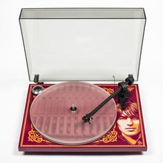 George Harrison Recordplayer ProJect per celebrare il cantante inglese, in concomitanza con l'uscita dello splendido cofanetto in LP The Vinyl Collection, ha messo a punto uno splendido giradischi celebrativo.