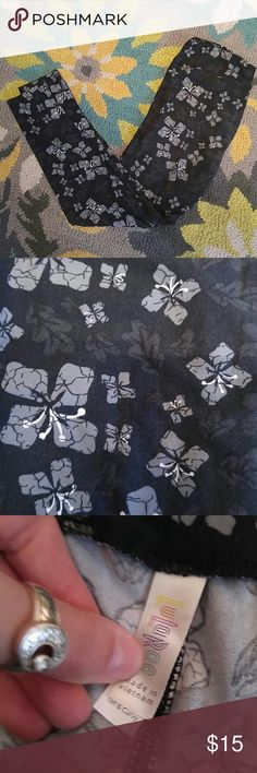 LuLaRoe TC leggings This is a pair of very gently lived LuLaRoe size TC leggings. Black, gray, and white in color. LuLaRoe Pants Leggings