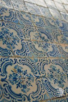 azulejos Antique Tiles, Spanish House, Tile Art, Tile Patterns, Tile Design, Sweet Home, Tapestry, Traditional, Antiques