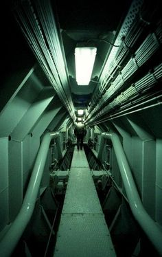 This is how i see the maintenance tunnels where terry is hiding. Cyberpunk, Underground Bunker, Futuristic Art, Industrial Photography, Ex Machina, Environment Concept, Tecno, Urban Exploration, Corridor