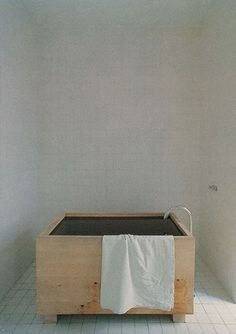 wooden bathtub | john pawson.