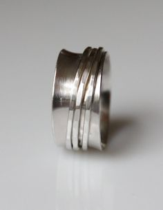 Silver spinner ring: love these... so ocd soothing