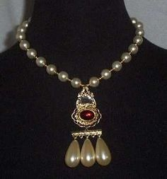 Queen Elizabeth's pearl and ruby necklace. Historians say it's possible that the pearls may have belonged originally to her mother, Anne Boleyn.: