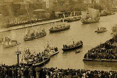 日向市 美々津 昔の写真 1940年4月29日、大阪の堂島川筋を行く「おきよ丸」。美々津を出港して12日目の朝。