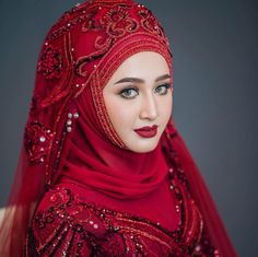 Pakistani Bridal Makeup, Hijab Bride, Pakistani Girl, Indian Bridal, Wedding Hijab Styles, Disney Wedding Dresses, Pakistani Wedding Dresses, Beautiful Muslim Women, Beauty