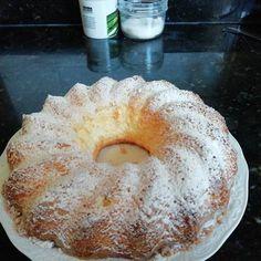 Bizcocho de Maizena y yogur muy esponjoso Receta de javilowin@gmail.com - Cookpad Bunt Cakes, Sweet Cakes, Gluten Free Desserts, Sin Gluten, Cakes And More, Yummy Treats, Cookie Recipes, Bakery, Tasty
