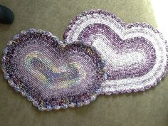Love these heart-shaped #crochet rug