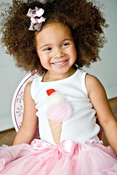 Ice Cream Social - Pop Up Top - Pick Long Sleeve, Short Sleeve or Tank.and this little girl is so adorable! Girl Haircuts, Girl Hairstyles, Children Hairstyles, Beautiful Children, Beautiful Babies, Curly Hair Styles, Natural Hair Styles, Natural Curls, Curly Kids