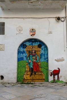 Street art in the old town of Gioia del Colle, Italy.  Artist Mario Pugliese  Follow me: Strade In Movimento   Twitter   Facebook   Flickr   Instagram