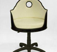 Cool Furniture, Furniture Design, Metal Drum, Barbacoa, Recycled Crafts, Chair Design, Man Cave, Repurposed, Barrel