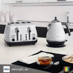 Delonghi Kettle and Toaster Monochrome