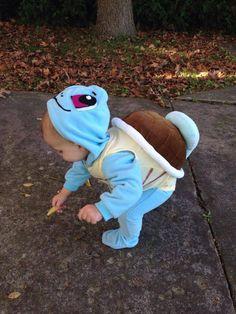 bébé habillé en tortue