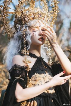 Foto Fantasy, Fantasy Dress, Fantasy Photography, Portrait Photography, Aesthetic People, Model Face, Cosplay Makeup, Art Reference Poses, Moda Fashion