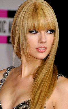 Celebrity Beauty Secrets: Taylor Swift : Hair : Beauty World News My Hairstyle, Hairstyles With Bangs, Pretty Hairstyles, Straight Hairstyles, Amazing Hairstyles, Medium Hairstyles, Blonde Hairstyles, Asymmetrical Hairstyles, Fringe Hairstyles