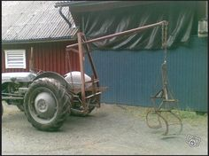 Log Hoist by  -- Homemade log hoist constructed from angle iron, pipe, chain, and flat bar. http://www.homemadetools.net/homemade-log-hoist