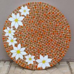 Curso de mosaico 5 - Aprenda a cortar e lapidar azulejos e pastilhas   Além da Rua Atelier Mosaic Garden Art, Mosaic Diy, Mosaic Crafts, Mosaic Projects, Stained Glass Projects, Stained Glass Art, Mosaic Glass, Mosaic Tiles, Mosaics