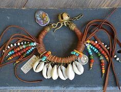 Gitana boho Hippie pulsera de la playa cuero de por BeadStonenSkin
