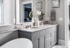 47 Best Modern Bathroom Tile Inspirations For Your Beautiful Bathroom - Design Farmhouse Kitchen Cabinets, Kitchen Cabinet Design, Kitchen Backsplash, Beautiful Bathrooms, Glamorous Bathroom, Small Bathroom, Master Bathroom, Bathroom Shelves, Modern Bathroom