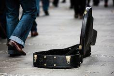 músico, callejero, estuche, guitarra, dinero, donación - Fondos de Pantalla HD - professor-falken.com