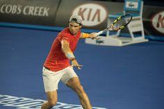 Rafael Nadal ne ménage pas ses efforts lors de son premier entraînement sur la Rod Laver Arena.