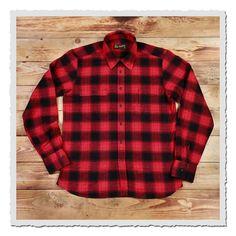 Das 1937 Roamer Shirt basiert auf einem amerikanischen Arbeitshemd der späten 30er Jahre. Wie auch das Original bietet es dem Träger einen hohen Komfort durch den geräumigen Schnitt. Ein weiteres Detail des 1937 Roamer...