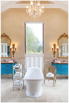 So want to soak in this bath at La Residence, Franschhoek Valley. Luxury!