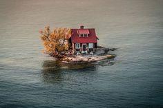 En la bahía de Alexandria, entre Nueva York y Canadá, cuando el nivel del agua se eleva y los colores del otoño empiezan a cubrir el paisaje.
