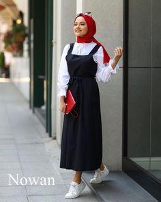 100'ü aşkın başörtüsü modellerini görmek için tıklayınız.  ~~~~~~ #türban #başörtüsü #moda #başörtüsümodası #hijab #fashion #hijabfashion #islam #islamic #türbanmodelleri #modeller #islam #islamimodaTürban Başörtüsü Modası - İslami Moda Modest Fashion Hijab, Modern Hijab Fashion, Muslim Fashion, Modest Outfits, Fashion Dresses, Muslim Girls, Muslim Women, Moda Hijab, Fifties Fashion