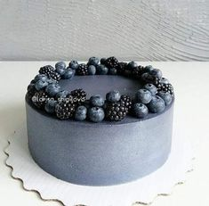 Black Wedding cake // mentions J'aime, 89 commentaires – ТОРТЫ, . - Cakes I want to make - Gateau Food Cakes, Cupcake Cakes, Baking Cupcakes, Pretty Cakes, Beautiful Cakes, Amazing Cakes, Deco Fruit, Fruit Cake Design, Black Wedding Cakes