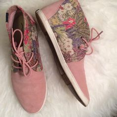Soludos Chukka Sandstone Garden Party Excellent used condition Soludos Chukkas from Anthropologie. Pink/rose lace ups with Suede & Fabric. Print is garden party. Size 6. No trades, offers welcome. Anthropologie Shoes Sneakers