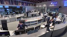 L'équipe Sentinel-2 contrôle de la mission vu de travail »sur la console 'dans la salle de commande principale à l'ESOC, le centre d'opérations de l'ESA à Darmstadt, en Allemagne, peu après le décollage de Sentinel-2B, le 7 Mars 2017.
