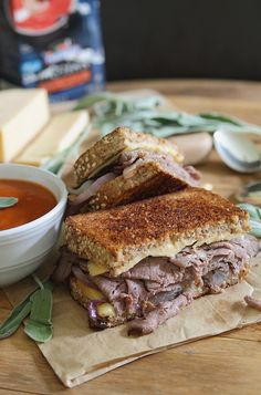 Roast Beef and Smoked Gouda Grilled Cheese | runningtothekitchen.com