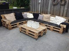 Lounge set with europallets   1001 Pallets