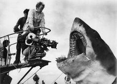 """Steven Spielberg en el rodaje de """"Tiburón"""" (Jaws), 1975"""