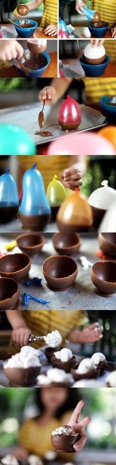 Så enkelt gör du chokladskålar till glassen.
