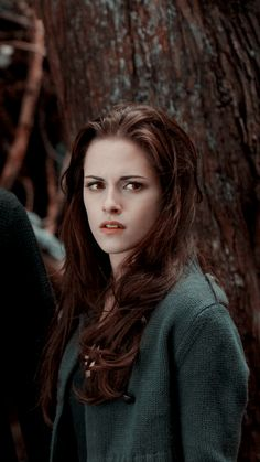 Kristen Stewart opens up about her sexuality while 'dating her assistant' Twilight 2008, Twilight Saga Books, Twilight Saga Series, Twilight Quotes, Twilight Edward, Twilight Breaking Dawn, Twilight Pictures, Twilight New Moon, Twilight Movie