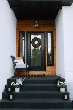 Painted Front Porches, Modern Front Porches, Design Entrée, House Design, Interior Design, Garden Design, Front Porch Steps, Porch Paint, Patio Bench