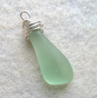 DIY Seaglass pendants.  Love the video inlcuded on how to wire wrap crystals.  I've got a few that I need to do this to!