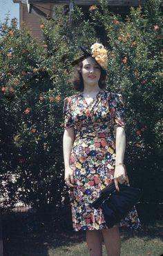 1940 Kodachrome Color   Vintage kodachrome 1940s via javfutura flickr.cim day dress floral red black yellow swing WWII era color photo print women fashion hat purse