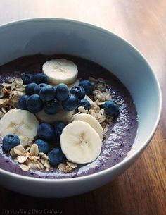 Blueberry Pomegranate Smoothie Bowl//In need of a detox? 10% off using our discount code 'Pin10' at www.StayLeanTea.com.au