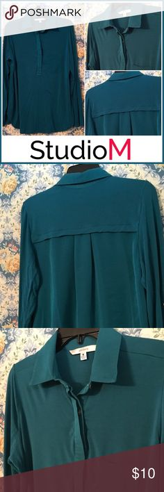 StudioM Roll Tab top Great SUPER COMFY top which can be worn long or 3/4. Washes up great! Pretty teal color that leans mor to the green side. This was one of my faves. Wash and hung dry. It does have some wrinkles because it's been been stored(clean). Can be a good work blouse or casual with jeans. Very versatile. Size M StudioM Tops Blouses