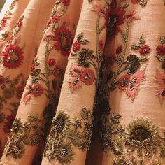 Resham Embroidery on lehenga Zardosi Embroidery, Indian Embroidery, Embroidery Suits Design, Hand Embroidery Designs, Lesage, Indian Designer Outfits, 3d Max, Work Blouse, Blouse Designs