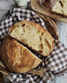 Sfornare un pane dal forno di casa con una mollica morbida e una crosta fragrante è la soddisfazione più grande per me! Se poi il sapore è genuino e si conserva morbido per giorni perché fatto con la pasta madre è un valore aggiunto! Pane, Bread, Oven, Canning, Brot, Baking, Breads, Buns