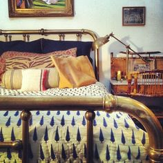 This is something we could do - if we could get nannas old brass bed, with our patterned quilt cover, brass bedside lamps and velvet bedside tables (with brass drawer pulls) it would be lovely! Room, Interior, Home Bedroom, Bedroom Design, Brass Bedroom, Bedroom Inspirations, Brass Bed Frame, Bed, Brass Bed