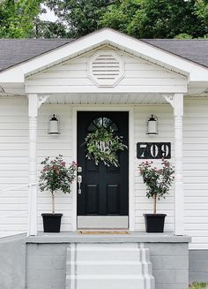 Looking for curb appeal ideas? We recently transformed our gatehouse with a few curb appeal ideas. Easy, inexpensive and fun curb appeal ideas.