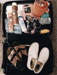 Travel Hacks ideas travel packing hacks suitcases clothes vacations easy and safe bathroom plann Vacation Packing, Packing Tips For Travel, Packing Hacks, Summer Aesthetic, Travel Aesthetic, Summer Travel, Travel Bag, Travel Goals, Estilo Converse