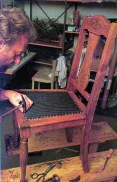 Bútorkárpitozás házilagosan 2. rész - Ezermester 2000/3 Pallet Furniture, Outdoor Furniture, Chair Repair, Outdoor Chairs, Outdoor Decor, Diy And Crafts, Woodworking, Vintage, Devil