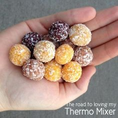 Mini fruit balls made in your thermomix or the traditional way. Save a fortune making these at home. Baby Food Recipes, Sweet Recipes, Snack Recipes, Cooking Recipes, Thermomix Desserts, Healthy Desserts, Raw Desserts, Healthy Treats, Healthy Recipes
