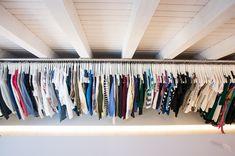 Hallo ihr Lieben! Heute geb ich euch endlich etwas mehr Einblick in unseren begehbaren Kleiderschrank, welchen wir komplett selbst gebaut haben. Das Highlight darin ist dabei für mich ganz klar die lange (Kleider-) Stange. Kleider in Klammer, da de Stange eigentlich alles andere als eine Kleiderstange ist, denn sie kommt aus dem Bauhaus und sollte […]