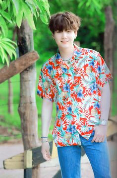 a rare pic of yoongi wearing short sleeves like holy crap his arms are pALE